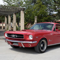 Este precioso Ford Mustang Fastback Restomod de 1965 circula por nuestras carreteras (vídeo)