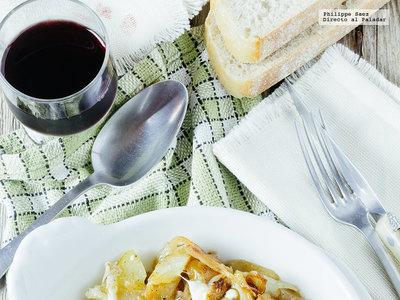 Papas con cebolla caramelizada. Receta vegetariana fácil