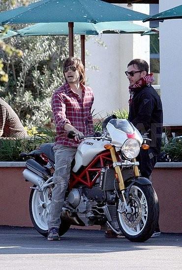 Foto de Jared Leto y su moto (2/7)