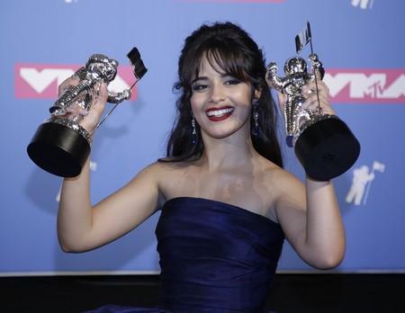 MTV Video Music Awards 2018: Camila Cabello no convence con su vestido bicolor