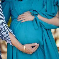 Una mujer da a luz tras recibir un trasplante de útero de su hermana gemela: primer caso en el mundo