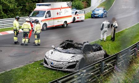 Un prototipo del Honda NSX se incendia en Nürburgring
