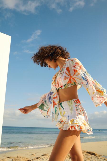 Charo Ruiz tiene los dos piezas de top y pantalón para ser la mejor vestida del paseo marítimo
