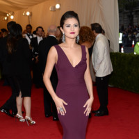 Selena Gomez de Diane von Furstenberg Gala MET 2014