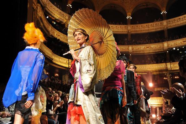 Foto de John Galliano Primavera-Verano 2011 en la Semana de la Moda de París (16/16)