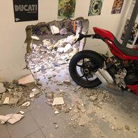 ¡Sorpresa! Unos ladrones hacen un butrón y se encuentran una Ducati Panigale V4 R