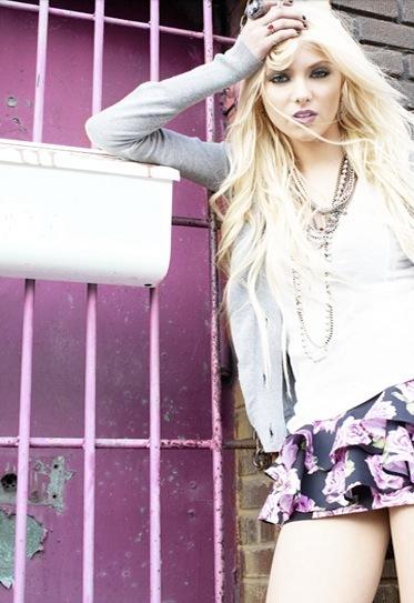 Material Girl, lookbook Otoño-Invierno 2010/2011: Madonna y Lourdes junto a Taylor Momsen