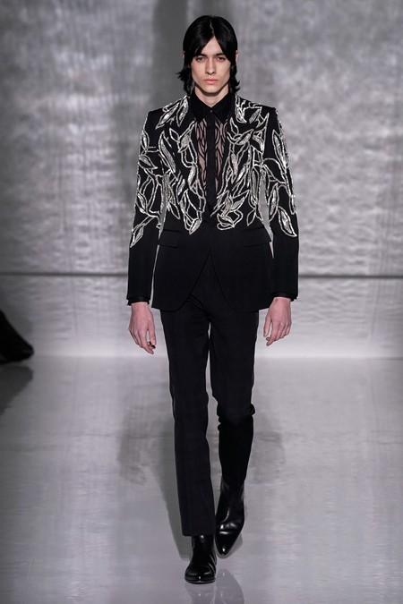 La Alta Costura De Givenchy Se Pinta De Blanco Y Negro En Sofisticados Looks Masculinos 4