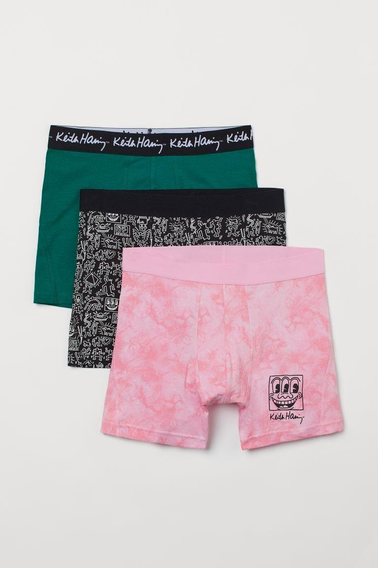 Calzoncillos en punto elástico de algodón con costuras planas, cintura elástica y parte delantera forrada. Media pierna.