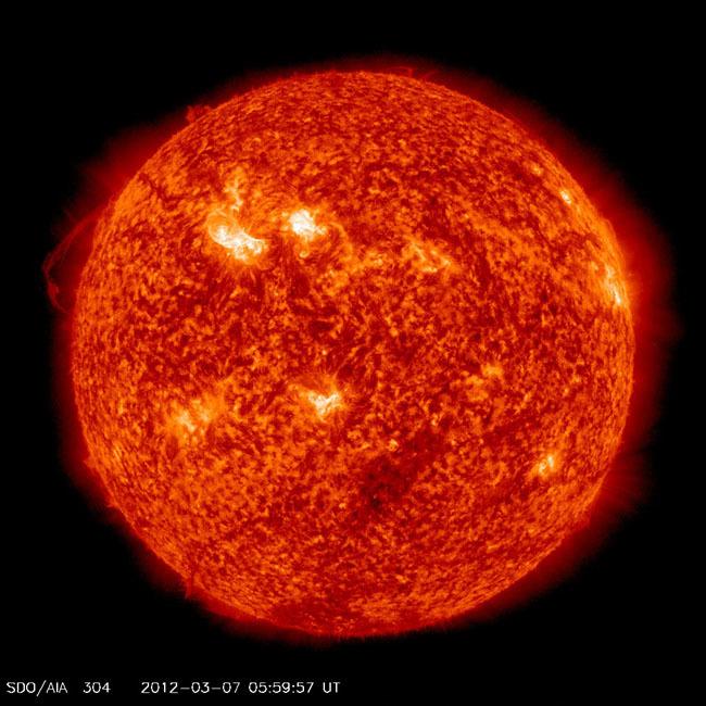 Foto de fotografías del Sol debidas a una erupción solar de clase X (6/7)