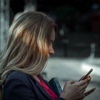 22.000 euros de multa a una tienda por vender un smartphone usado con fotos de la anterior dueña