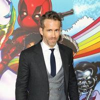 Ryan Reynolds falla con su look de tres piezas en la premiere de 'Deadpool 2' en Londres