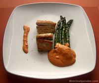 Corvina con esparragos verdes en salsa romesco. Receta