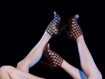 Las sandalias jaula de Christian Louboutin son los zapatos perfectos para dar la bienvenida al otoño