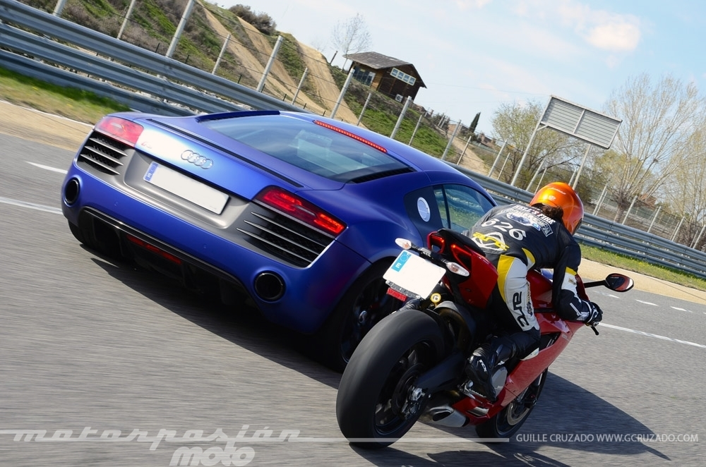 Foto de Ducati 899 Panigale Vs Audi R8 V10 Plus (18/24)