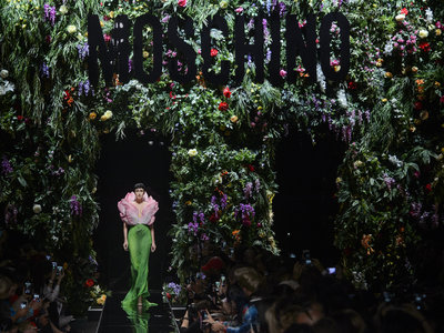 Jeremy Scott en Moschino Primavera-Verano 2018 revive la época de 'My Little Pony' (y convierte la colección en un bouquet de flores)