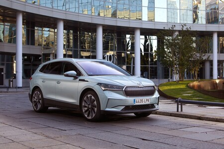 Skoda llega a los 100.000 coches enchufables entre eléctricos y PHEV