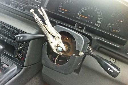 Bricopasión™: No, no se puede conducir un coche con alicates de presión
