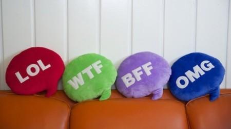 Emoji & Chat pillows de Throwboy, los cojines que te ayudan a expresarte