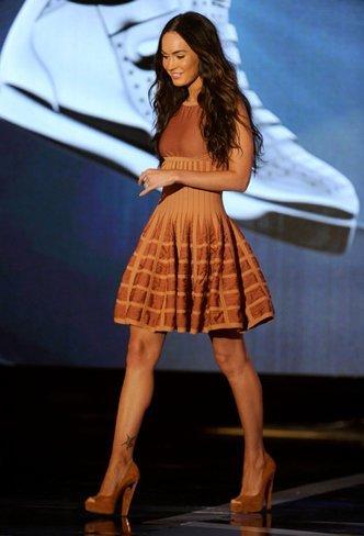 Megan Fox y Kristen Bell en los premios 2010 VH1 Do Something