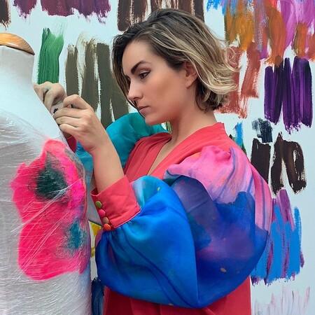 Arena Martínez, la diseñadora madrileña que triunfa plasmando cuadros de artistas nacionales en la ropa
