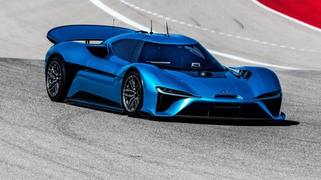1.300 CV sin conductor, el NextEV NIO EP9 bate el récord del coche autónomo más rápido en COTA