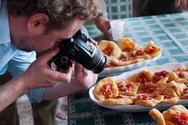 ¿Quieres mejorar las fotos de tus recetas? Este es el kit básico para empezar