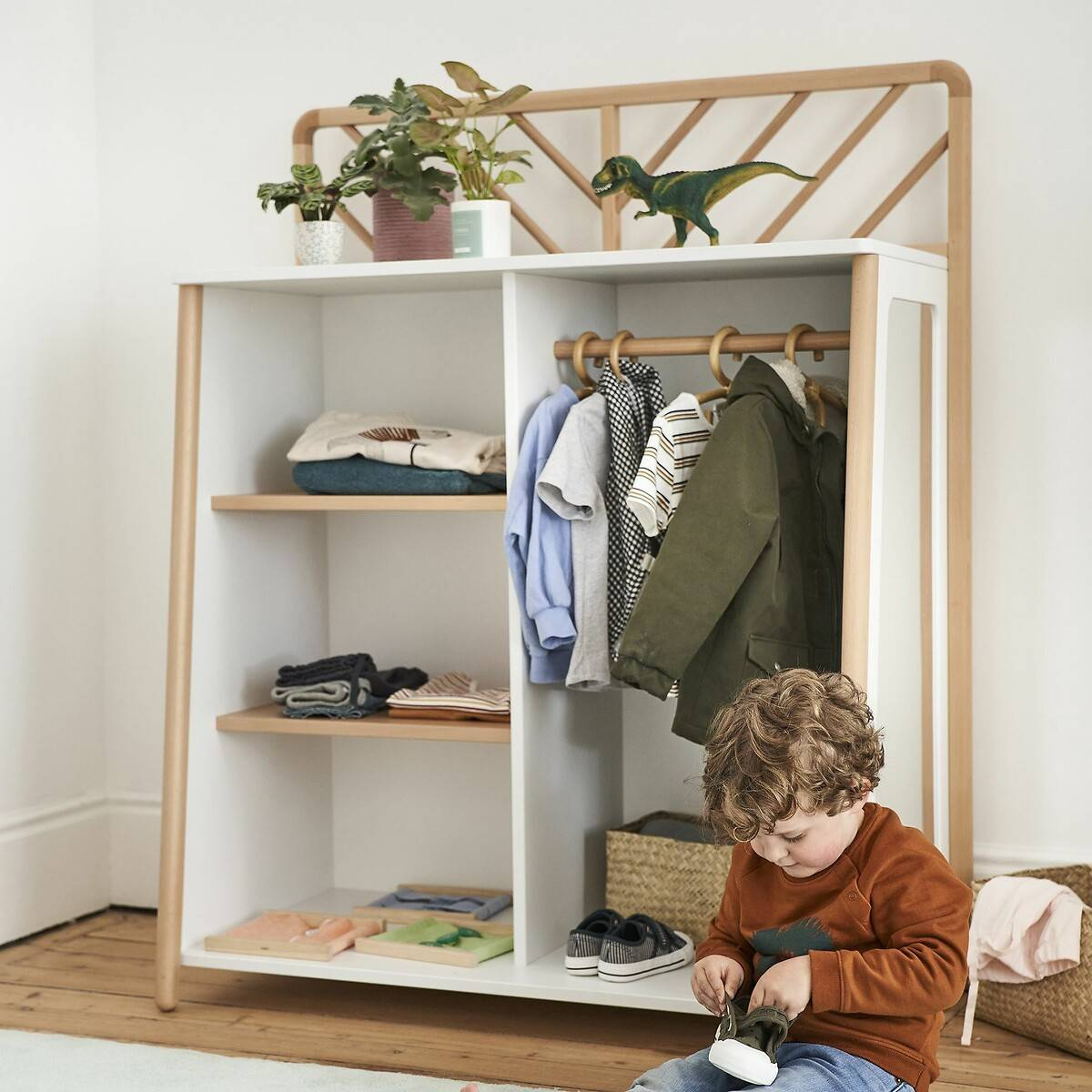 Armario perchero Montessori