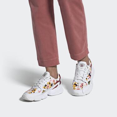 15 zapatillas blancas que combinan con todo y encima están en rebajas