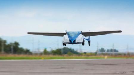 Es momento de trasladar el tráfico al cielo, con ustedes, AeroMobil el coche volador