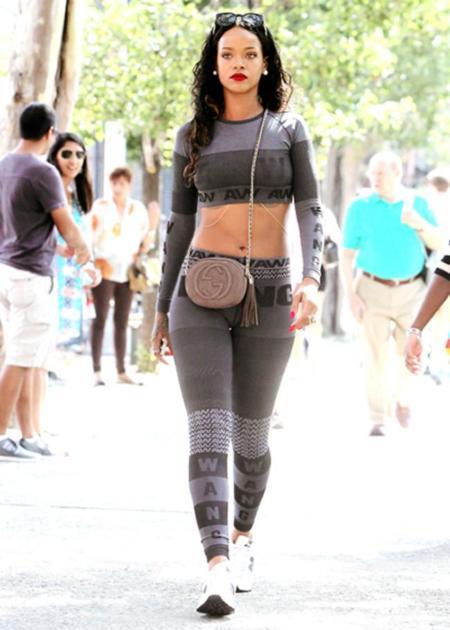 Rihanna estrena la colección de Alexander Wang para H&M. No apta para todos los públicos