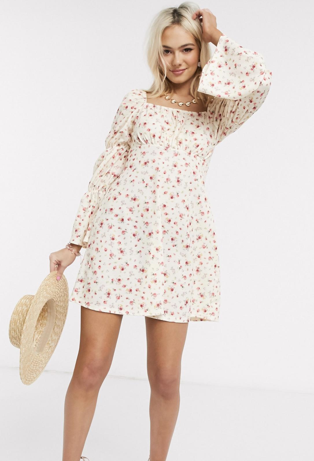 Vestido corto de tarde con manga abullonada con frunces y estampado floral de ASOS DESIGN
