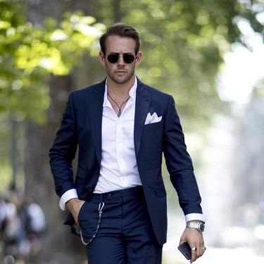 La mejor prenda de tu fondo de armario: así es como una camisa blanca resuelve todos tus looks de verano
