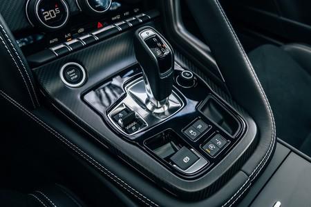 Jaguar F-Type R consola central