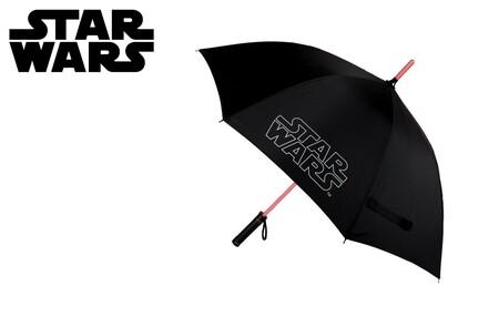 Este paraguas de Star Wars con luz aúna lo friki con lo práctico y hoy está rebajadísimo: llévatelo por 17,49 euros