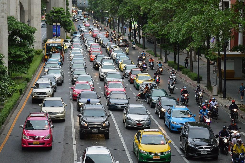 Un estudio indica que los coches autónomos empeorarán el tráfico urbano cuando prefieran seguir circulando que pagar el parking