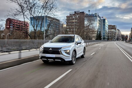 Nuevo Mitsubishi Eclipse Cross PHEV: 45 km de autonomía y un precio desde 33.000 euros para pelear con el Kia Niro