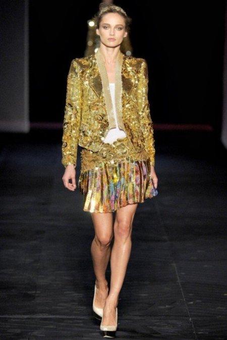 Roberto Cavalli Primavera-Verano 2012: polvos de oro, flores de diva, noches de satén