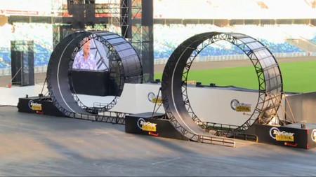 Y esto es un doble tirabuzón con cámara subjetiva a bordo de un buggy