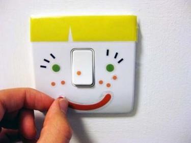 Interruptores para la habitación infantil decorados con pegatinas