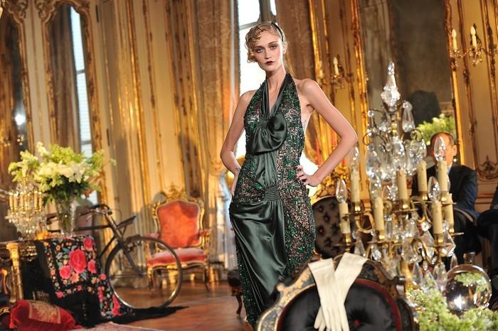 Foto de John Galliano Otoño-Invierno 2011/2012 en la Semana de la Moda de París: sobre la pasarela, un genio (9/13)