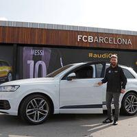 Los jugadores del Barca ponen a prueba sus habilidades de manejo en el Audi Q2