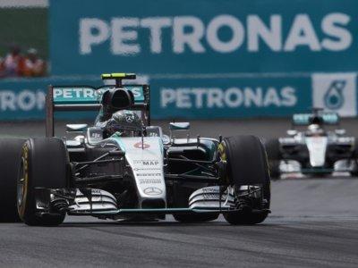 Nico Rosberg gana ante un entregado público mexicano