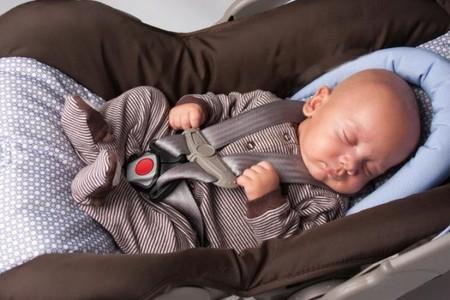 bebé-en-silla-de-coche