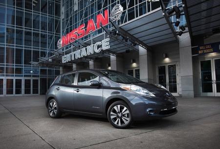 Nissan LEAF 2013: nuevo cargador el doble de rápido