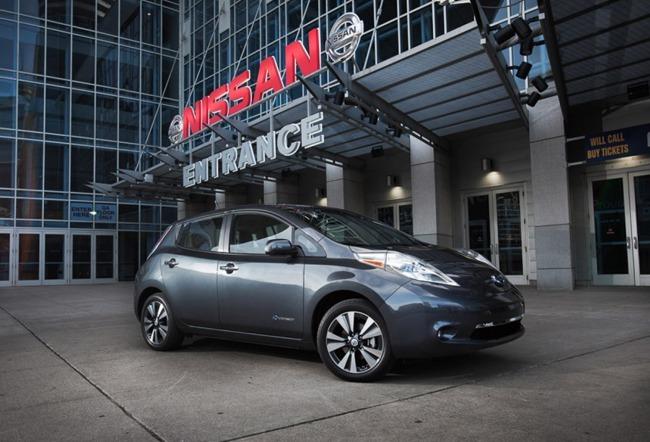 Nissan LEAF 2013 01