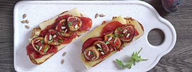 Tostas de higos caramelizados con carpaccio de ternera y queso: receta para un capricho de cena (o picoteo)