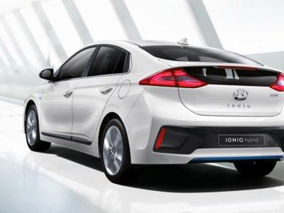 Si querías ver en detalle el Hyundai Ioniq, estás de enhorabuena. ¡Marchando tres vídeos!