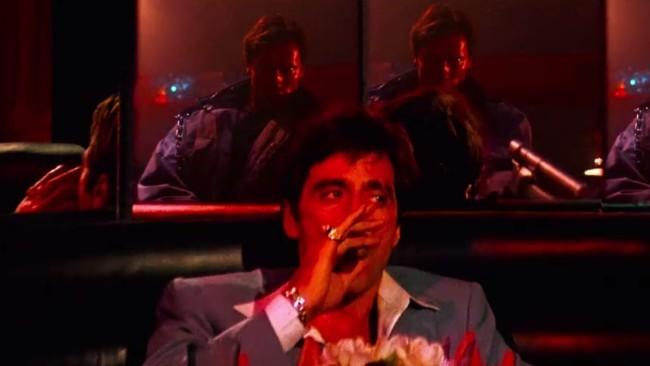 Scarface y Terminator en Hell's Club