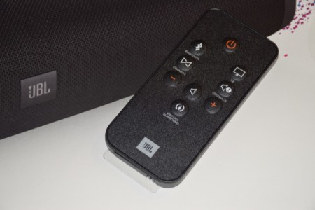 Detalle del mando a distancia y de los controles